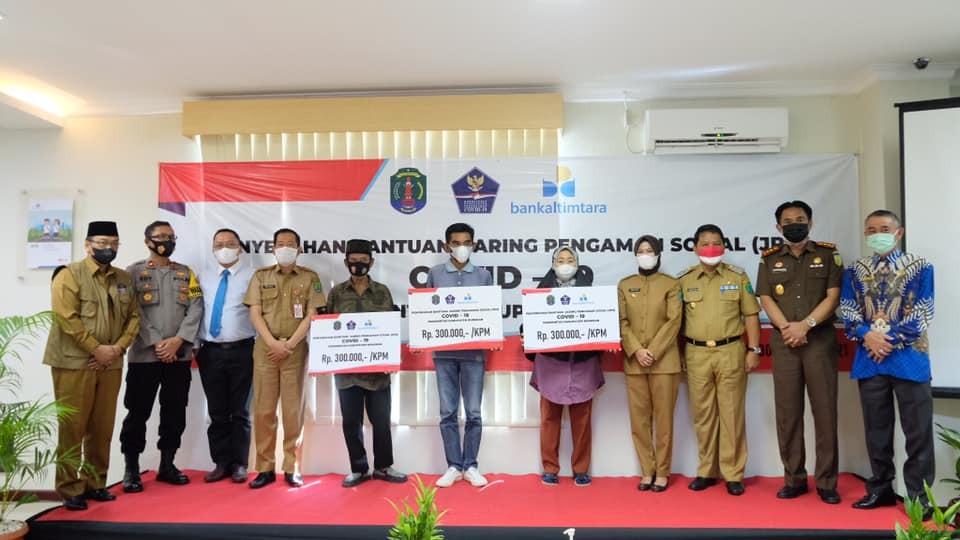 Penyerahan Bansos Tunai JPS Oleh Pemkab Nunukan, Ini Pesan Bupati Laura