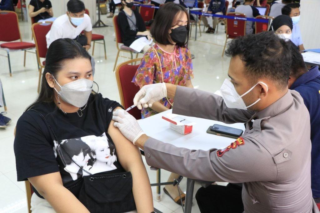 Pemprov Kaltara Bantu Vaksinasi Mahasiswa