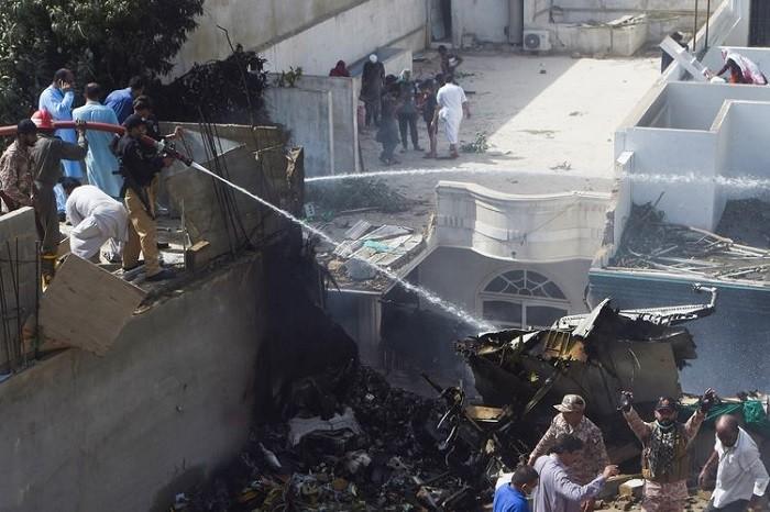BREAKING NEWS: Pesawat Airbus Jatuh, Bawa Lebih dari 100 Penumpang | Tarakan TV
