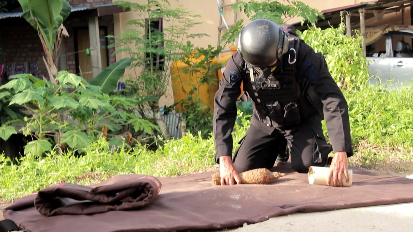 Bahaya! Mortir Aktif PD Ke-II Ditemukan di Belakang Rumah Warga Pamusian